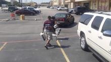 Buscan a pareja sospechosa de robarse cinco cajas de cervezas en una gasolinera en Houston