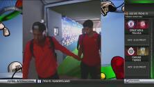 Neymar le da pases de gol a Suárez y también ¡un chicle masticado!