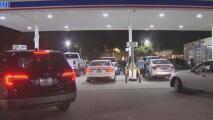 Las gasolineras en el sur de Florida continúan abarrotadas por temor a que se termine el combustible