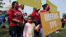 Más de 130,000 titulares del TPS son trabajadores esenciales y aún así su permanencia en EEUU está en riesgo