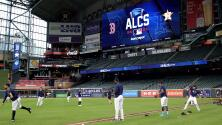 Los Astros de Houston se preparan para el primer juego ante los Medias Rojas