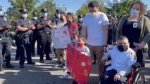 Niño hispano regresa a casa después de pasar 4 años en un hospital de Queens