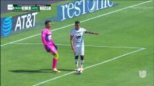¡TIRO ATAJADO! disparo por Ían Torres.