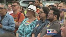 La comunidad de Sacramento rinde tributo a las víctimas de Orlando