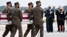 Presidente Joe Biden rinde homenaje a los militares de EEUU fallecidos en el ataque en Afganistán