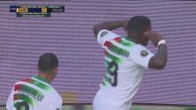 ¡Golazo de Surinam! Hasselbaink amaga al portero y anota el 2-1