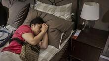 ¿Se debe dormir mucho o poco para prevenir el Alzheimer? Esto es lo que dice un nuevo estudio sobre la enfermedad