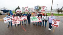 Trabajadores de varias industrias en EEUU se declaran en huelga para exigir mejores salarios