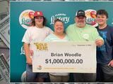 Dueño de taller mecánico gana $1 millón en la Lotería de Florida el día que inauguró su negocio