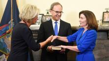 Kathy Hochul se convierte en la primera mujer gobernadora de Nueva York
