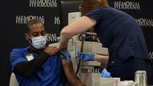 Hospital Memorial Hermann obliga a sus trabajadores a vacunarse contra el covid-19