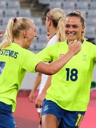 Suecia no se tocó el corazón y goleó 3-0 al equipo de Estados Unidos, terminado así con su racha de 44 partidos sin una derrota. Stina Blackstenius fue la estrella del partido, pues anotó un doblete y Lina Hurtig sumó el último tanto para la victoria sobre USWNT. Australia y Nueva Zelanda se encuentran en el mismo grupo.