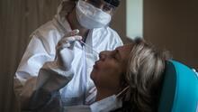¿Personas vacunadas que estuvieron expuestas al coronavirus y son asintomáticas deben hacerse pruebas de detección?
