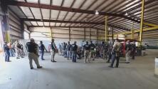 Agentes de ICE no detienen las redadas ni los arrestos en medio de la crisis por el coronavirus