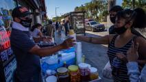 """""""Ya no es un acto criminal la venta ambulante en California"""": experto sobre los derechos de los vendedores"""