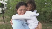 Junto a su madre comparece en corte Alisson, la niña separada en la frontera que conmovió al país con su llanto