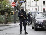 Decapitan en París a un profesor que mostró unas caricaturas de Mahoma: la fiscalía lo investiga como terrorismo