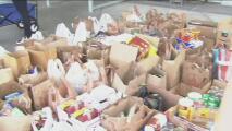 Un grupo de Girls Scouts de Culver City recolecta alimentos para ayudar a los afectados por el coronavirus