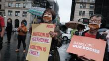 La ley de Texas establece un plazo de seis semanas para abortar, pero en realidad es menos