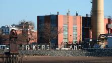 Oficiales de prisiones hablan de la cruda realidad de trabajar en Rikers Island