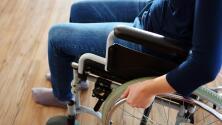 Esclerosis múltiple: síntomas y tratamientos de esta enfermedad que afecta al cerebro y la médula espinal