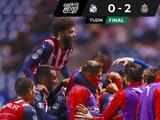 Un error del arquero Silva abrió la puerta al triunfo de Chivas ante Puebla