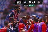 Un error de Silva y un golazo de Brizuela le dan triunfo a Chivas