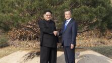Kim y Moon plantan un árbol para conmemorar su cumbre histórica en la frontera