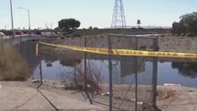 """""""Huele como a huevo podrido"""": residentes de Carson se quejan por los malos olores de un canal"""