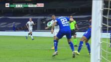 ¡Querían penalti! Pumas solicitaba la mano de Pablo Aguilar