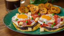 Huevos motuleños llevan. queso, jamón y más ricuras