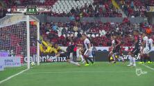 Omar González se quedó a centímetros de abrir el marcador