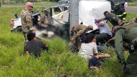 Al menos 10 inmigrantes mueren tras accidente cerca de la frontera en Texas