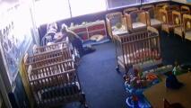 Arrestan a una empleada de guardería en Florida acusada de maltratar a dos bebés