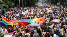 Miles se manifiestan a favor de la diversidad en la Marcha del Orgullo Gay en México