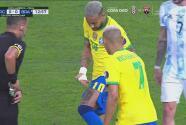 ¡Le rompen el short a Neymar! Dura falta sobre el 10 brasileño