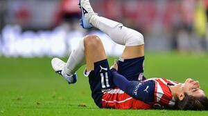 Conejito out! Brizuela será baja un mes en Chivas por lesión