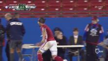Hernán Grana terminó el juego con un corte en la cabeza y una playera sin número