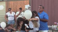 Familiares y amigos participan en una vigilia para Neida Tijerina, una mujer que murió protegiendo a sus hijos de la violencia doméstica