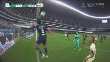¡Qué dramático! Luis Quintana salva a Pumas sobre línea de gol