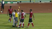 Tarjeta amarilla. El árbitro amonesta a Alvin Jones de Trinidad and Tobago