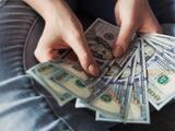 Pedro Pierluisi firma proyecto de ley que aumenta el salario mínimo a $8.50 en 2022
