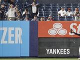 Fan que agredió a Alex Verdugo es expulsado de por vida por Yankees y MLB