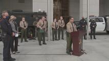 """""""Reforzamos la seguridad"""": autoridades en Los Ángeles dicen estar listas para responder a posibles protestas violentas"""
