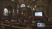 Niños de Sacramento celebran misa de canonización