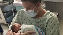 """""""Estaba casi muerta"""" y tardó una semana en abrazar a su bebé: las consecuencias por no vacunarse para esta madre"""