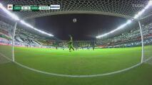 ¡Vuelo espectacular! Carlos Acevedo evita el gol de Jean Meneses