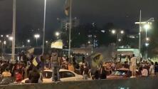 Aficionados de Pumas celebran a las afueras de Ciudad Universitaria