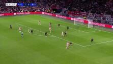 ¡GOL!  anota para Ajax. Sébastien Haller