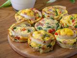 Muffins de huevo, verduras y tortilla de harina ¡los niños los aman!